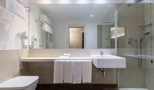 BaseHotelVenice_Bathroom